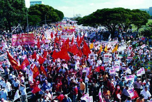 2003 marcha contra a ref da previdencia_tratada.jpg