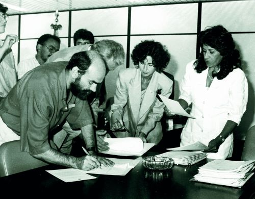 ARRUMAR_LEGENDA_Sadi  e minstra Dorotéia assinatura do registro sindical do andes_tratada.jpg